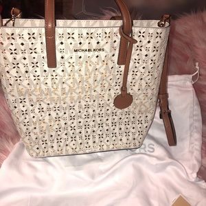 Michael Kors Signature Hayley Med North South Tote